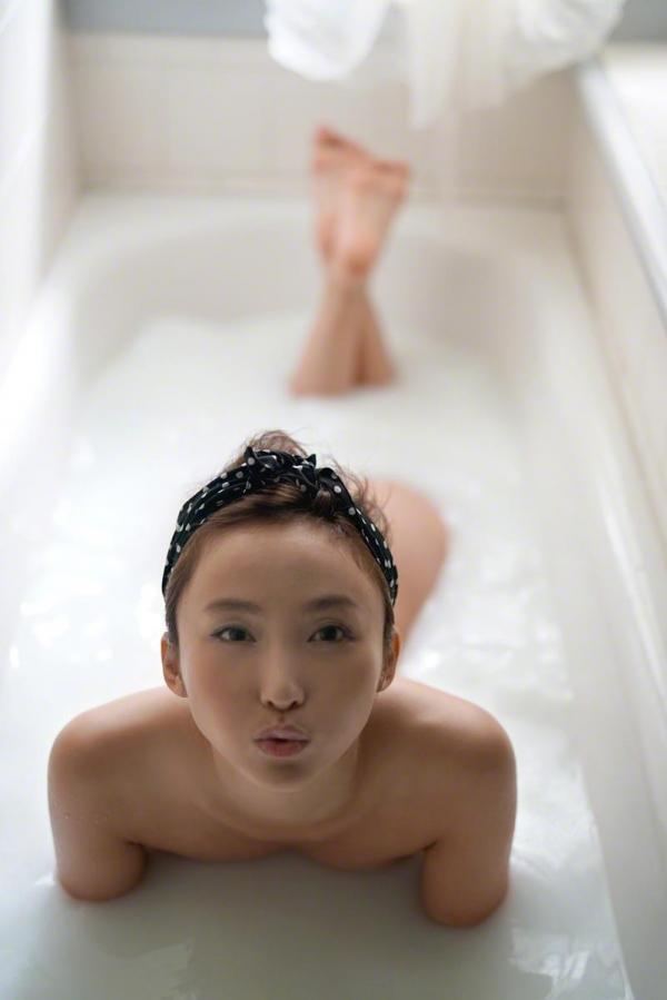 もう人妻になった吉木りさの水着画像120枚の108枚目