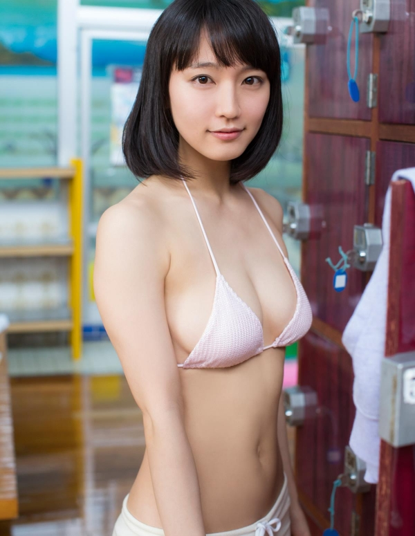 吉岡里帆(よしおかりほ)水着画像011