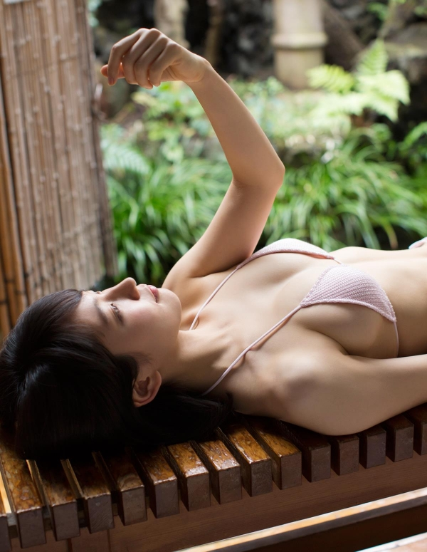 吉岡里帆(よしおかりほ)水着画像019