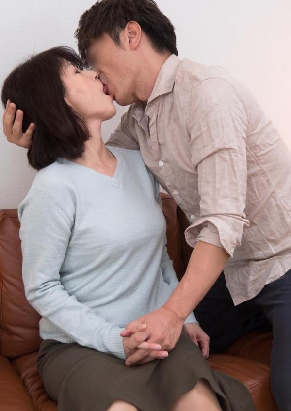 性欲が強い四十路人妻たちの肉欲セックス画像70枚の034枚目