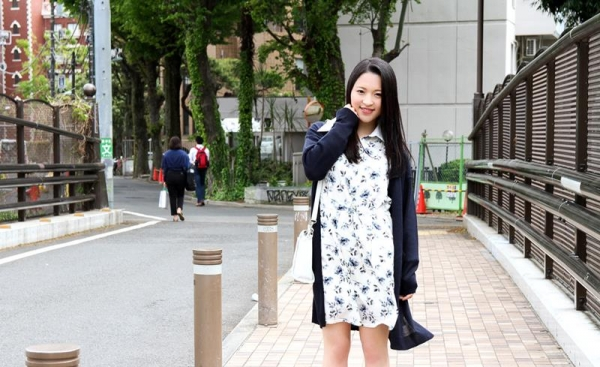 優木カリナ 黒髪ロングのスレンダー美女エロ画像90枚の004枚目