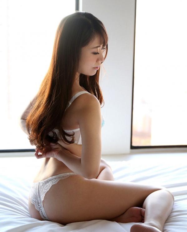 雪乃凛央(ゆきのりお) 元保育士のセクシー美女エロ画像56枚のb006枚目