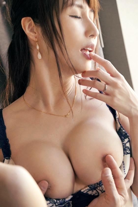 柚木めい 麗しい品が漂う綺麗な人妻のエロ画像53枚のa008枚目