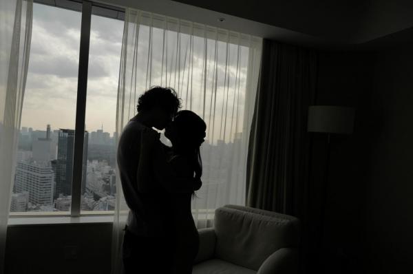 愛撫し合ってるセックス画像 前戯で求め合う男女120枚の021枚目