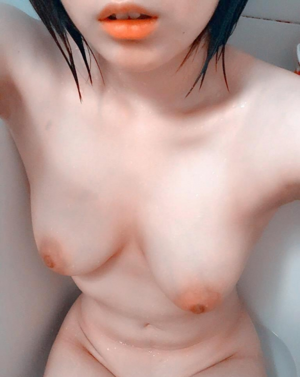 全裸自撮り画像 ハダカ見せたがり女子の生ヌード70枚の004枚目
