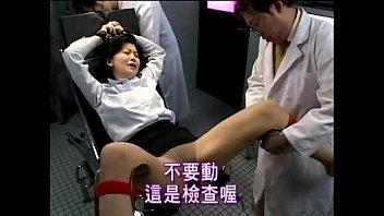 【人褄動画チューブ】二人の変態男性に捕まった人妻さんがやりたい放題にされて犯されちゃう!