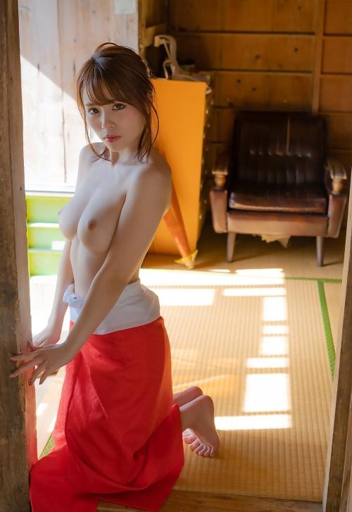 伊藤舞雪 23