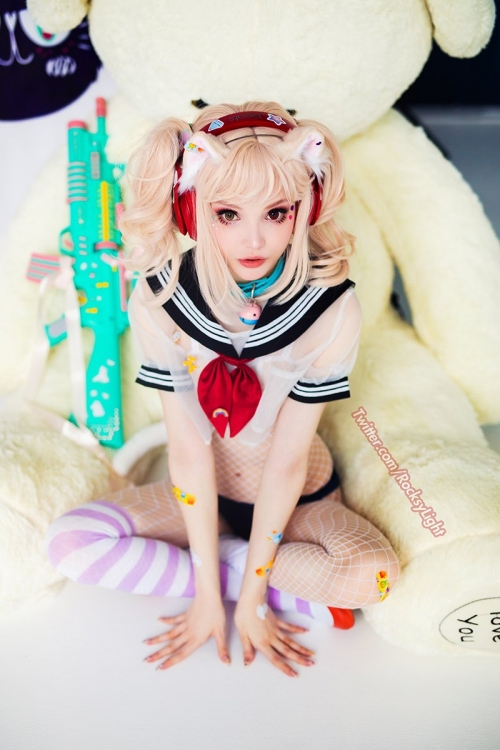 Rocksy Light Cosplayer 207