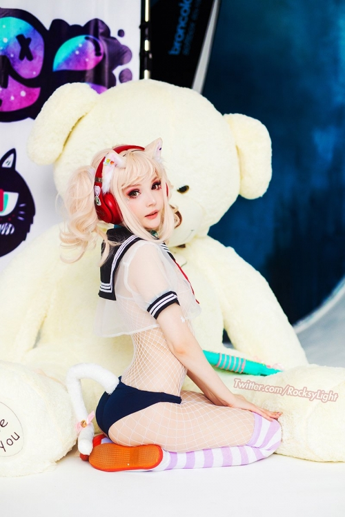 Rocksy Light Cosplayer 208