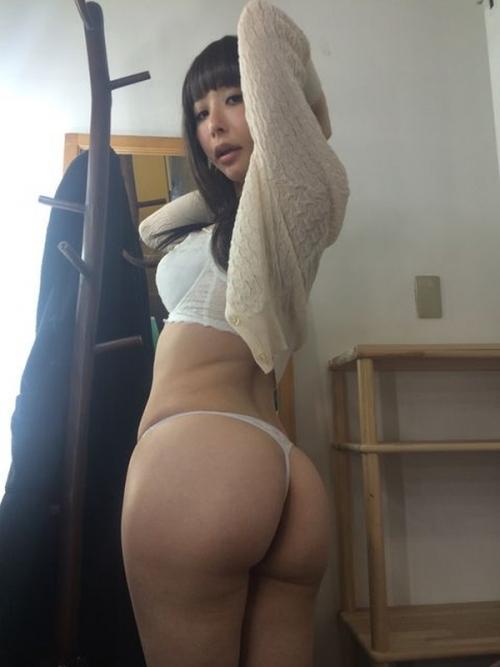 晶エリー(元・大沢佑香、新井エリー) 22