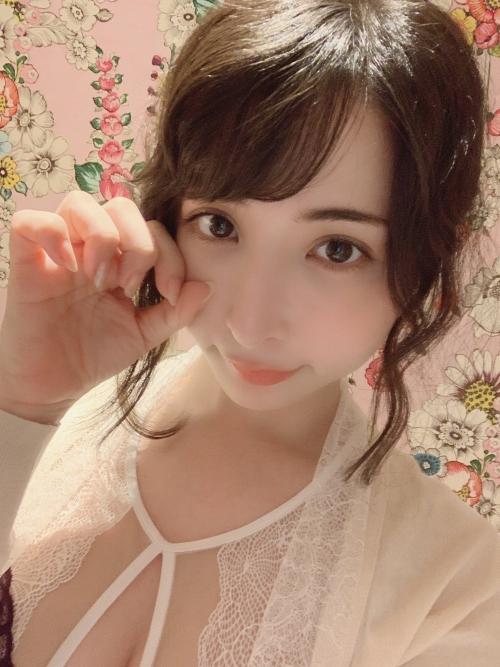晶エリー(元・大沢佑香、新井エリー) 02