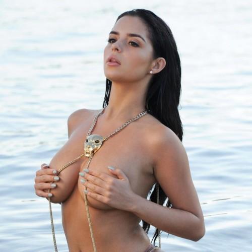 デミ・ローズ 世界一エロいセックスシンボルの爆乳露出がコレ。