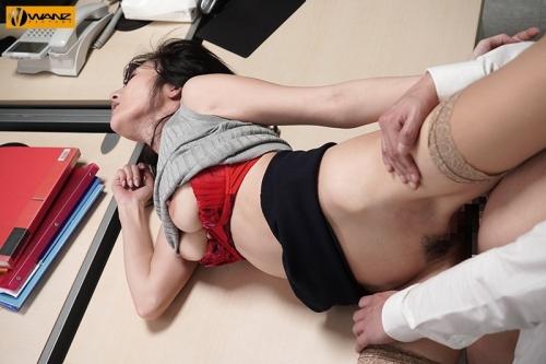 クールでエリート爆乳女上司が朝まで絶頂オーガズム 無能な部下の巨根で何度も膣奥突かれたJ部長 JULIA 107