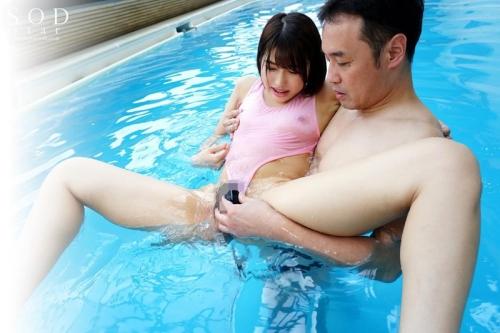 透け透けワイセツな競泳水着を強要された新人インストラクター 唯井まひろ 105