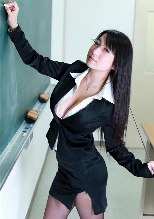 桐山瑠衣 爆乳女教師 80