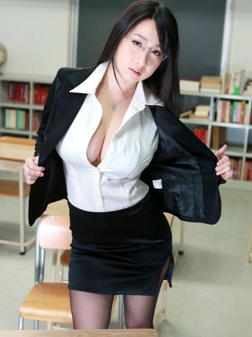 桐山瑠衣 爆乳女教師 90