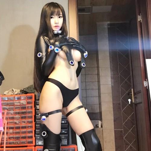 GANTZ「レイカ」コスプレ エロレイヤーが乳見せエロスーツを完全に再現!w