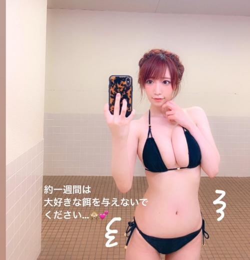 クラビアアイドル ビキニの水着 100
