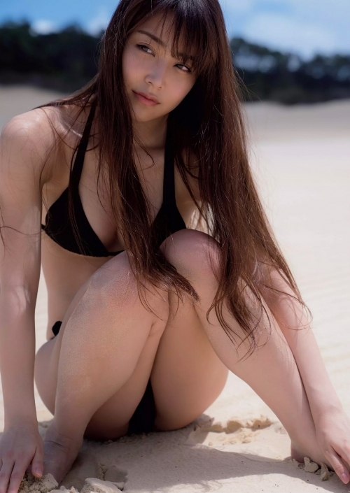 NMB48 白間美瑠 写真集『LOVE RUSH』 髪ブラ&Tバックお尻グラビア 118