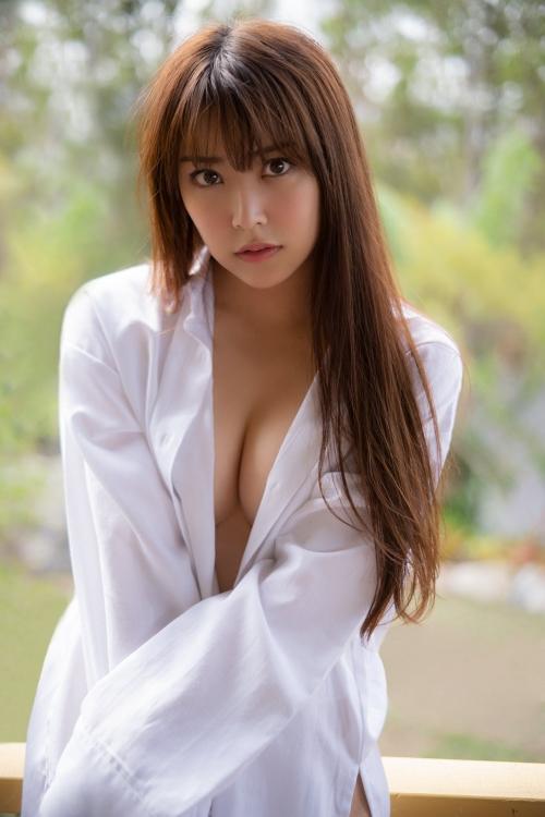 NMB48 白間美瑠 写真集『LOVE RUSH』 髪ブラ&Tバックお尻グラビア 125