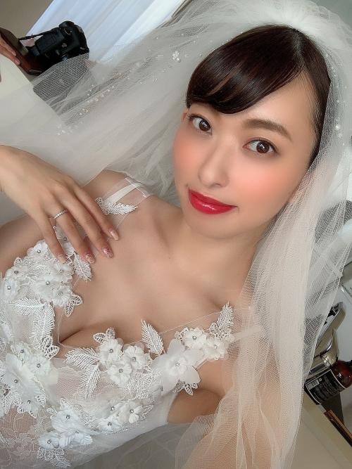 倉持由香 人妻グラビア 01