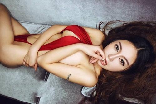 赤いランジェリー 08