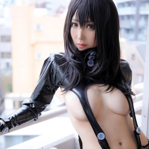 巨乳コスプレイヤー「桃色れく」が女体盛り!ほぼ全裸の最強ギャルグラビア 140枚