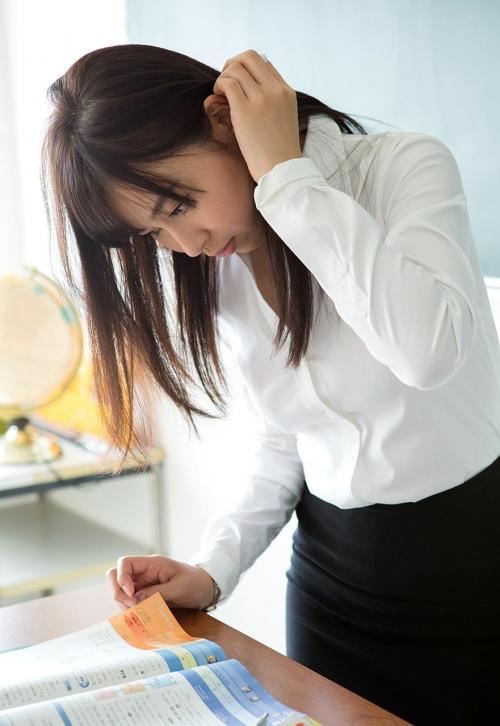 AV女優 小川桃果 Fカップ  女教師コスプレヌード 06