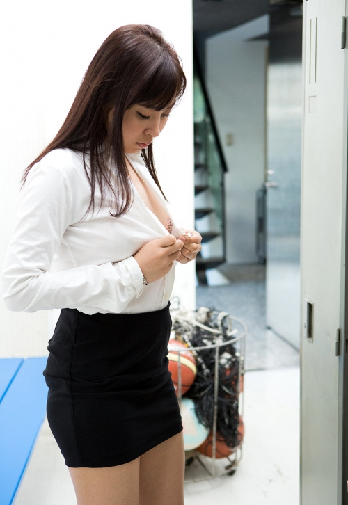 AV女優 小川桃果 Fカップ  女教師コスプレヌード 31