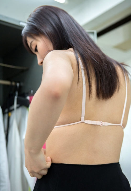 AV女優 小川桃果 Fカップ  女教師コスプレヌード 34