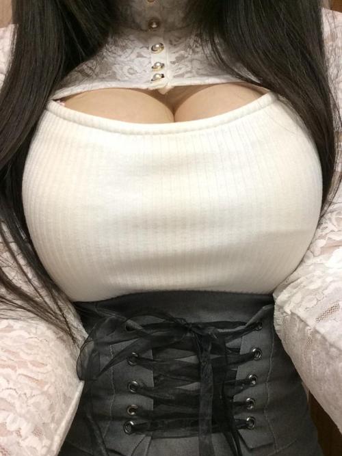 着衣 巨乳 70