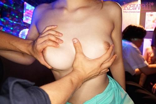 感じ過ぎてこっそり本番ヤラせてくれる奇跡の敏感巨乳おっパブ美少女 伊藤舞雪 107
