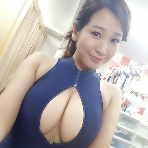 グラビアアイドル 下乳 55