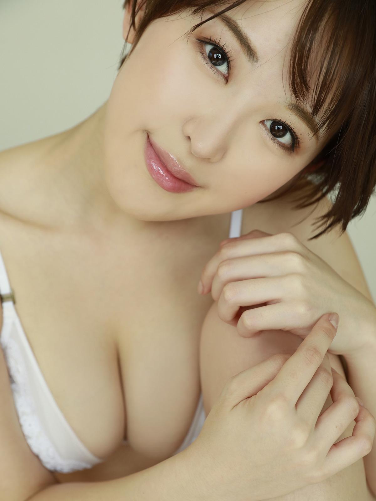 S級美少女のJK高校生が胸チラでオナニーがはかどる画像