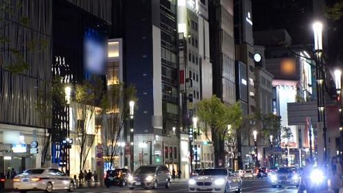 夜の巷を徘徊する激レア素人!! 18 咲野の花 300MIUM-429 01