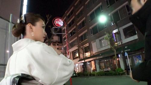 夜の巷を徘徊する激レア素人!! 18 咲野の花 300MIUM-429 08