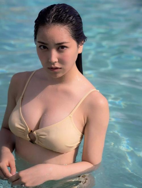 NMB48 白間美瑠 写真集『LOVE RUSH』 髪ブラ&Tバックお尻グラビア 08