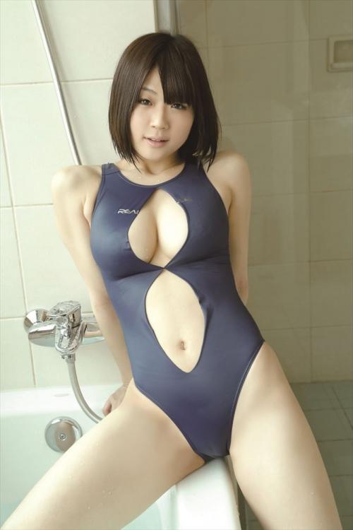 穴開き競泳水着 26