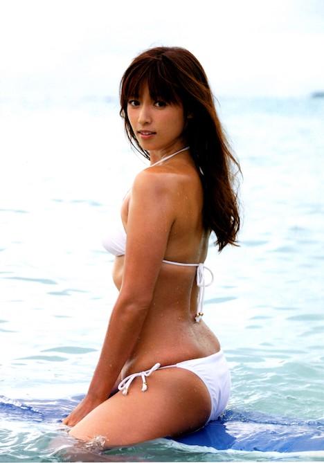 深田恭子さんの太もも 28-7