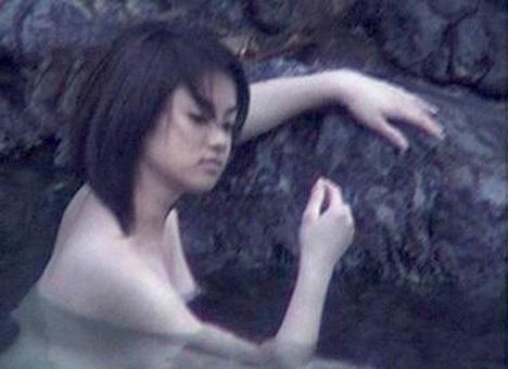 深田恭子さんの太もも 44-2