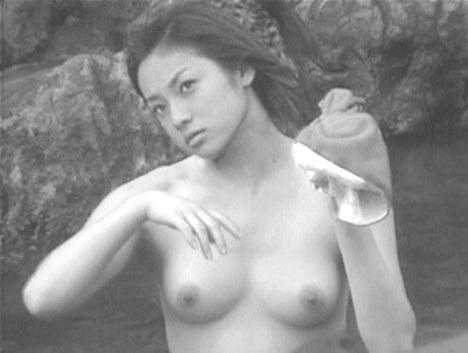 深田恭子さんの太もも 44-8