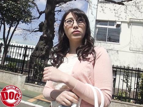 都内名門大学に通う高学歴女子大生 初めての公開顔面騎乗 かなで自由