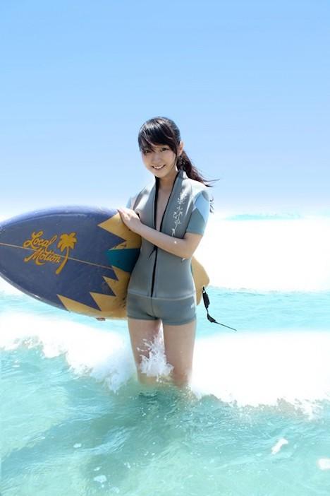 【新作】夏だ!海だ!サーフショップで働く超絶可愛い美少女がまさかのAV出演! 逢月はるな 1
