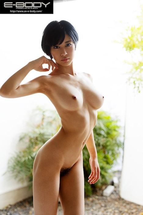 【新作】極薄スリムボディ奇跡の肉体を持つボーイッシュ女子大生 E-BODY専属デビュー 佐々木れい 2