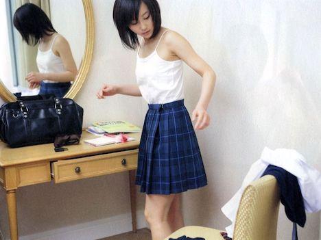 【動画】堀北真希似の無毛巨乳JKがスク水に生着替えwwwwwww