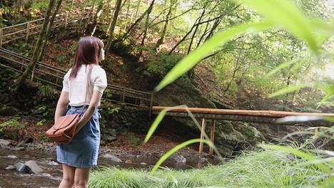 【新作】信州の大自然に囲まれたド田舎に住む美巨乳少女に会いに行きました。 山本咲良 18才 2