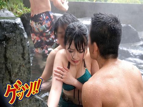 温泉好き人妻がスパリゾートと間違えて乱交OKの混浴温泉に入ってきてしまい待ち伏せ中のワニたちに『チカン待ち』と勘違いされ… 優梨まいな