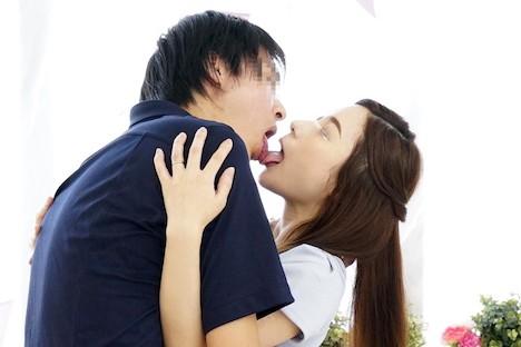 一般男女モニタリングAV 34歳以上の素人奥様限定!年の差があっても男女はキスだけで恋に落ちて初対面の相手とSEXしてしまうのか?惹かれあった2人のキスまみれの完全プライベートSEXを大公開!!人妻×男子大学生編 橋本れいか