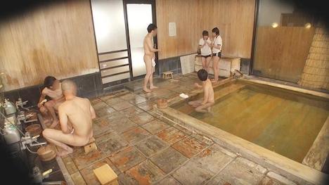 【タオル一枚 男湯入ってみませんか?】ゆりあ・しおり 箱根温泉で見つけた修学旅行中の学生さん 友達と一緒に男湯入ってみませんか? 5
