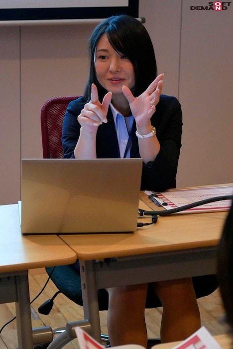 【新作】SOD女子社員 宣伝部中途入社1年目 綾瀬麻衣子 46歳 AV出演(デビュー)! 3